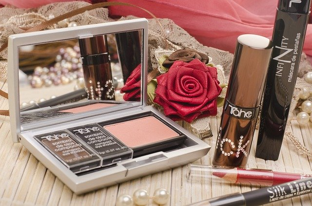 Tips To Choose Compact For Oily Skin